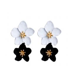 Siyah Beyaz Çiçek Küpe 4 Cm