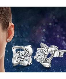 Yeni Model Zarif ve Gümüş Kaplama Dört Yaprak Küpe Takı Aksesuar